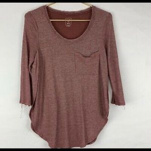 Me To We Burgungy Side Slit Top Shirt Raw Hem